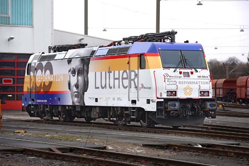 RHC-Lok_500_Jahre_Reformation_02_Foto_RheinCargo_2000.jpg